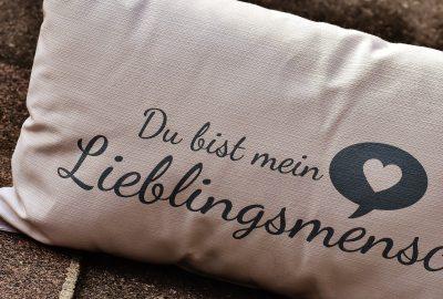 pillow-1734927_1920
